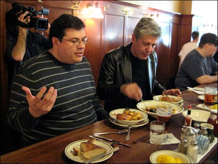 Bourdain with Oscar in Tadich Grill